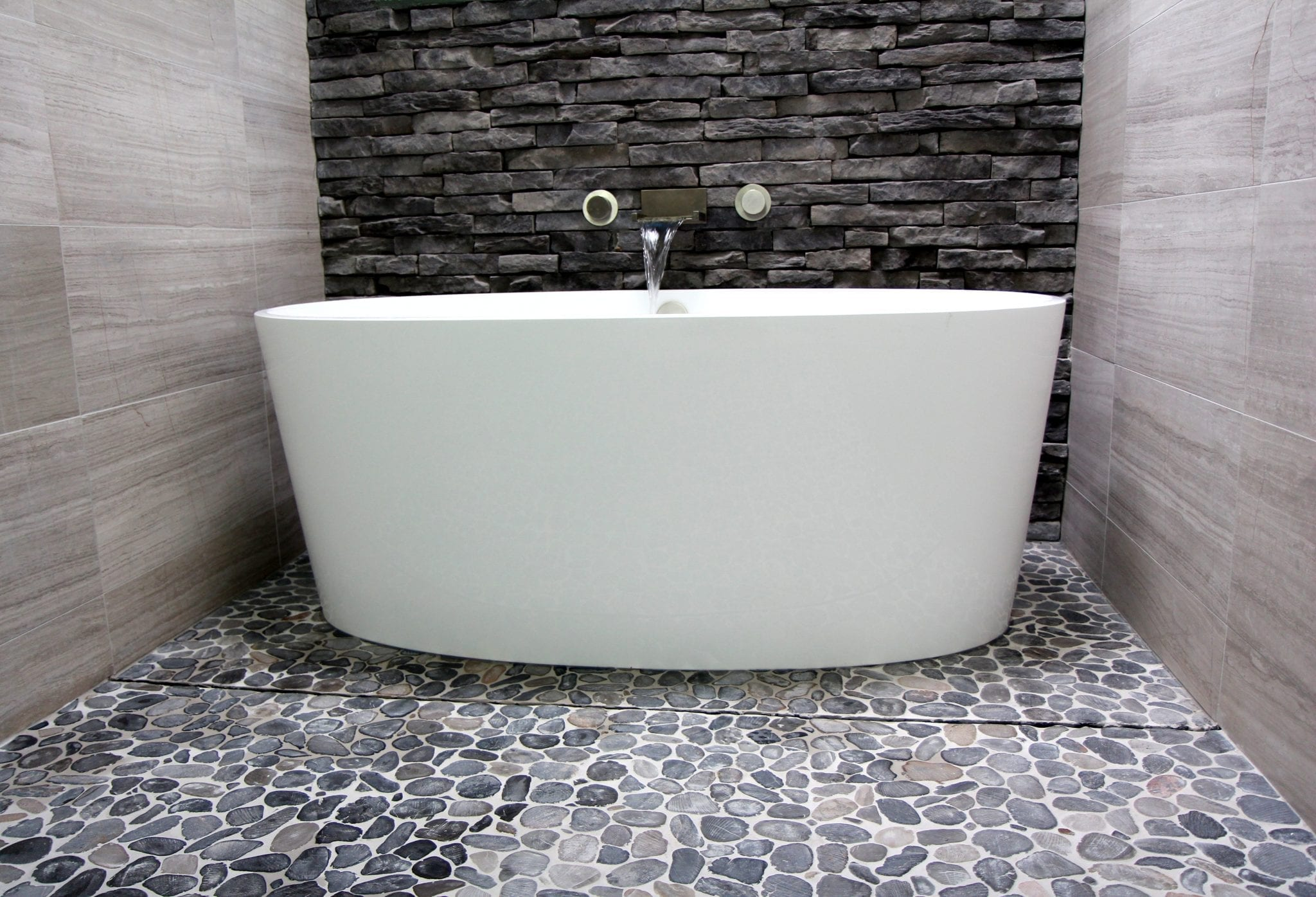 Victoria albert ios bathtub luxury bathroom products for Salle de bain zen galet